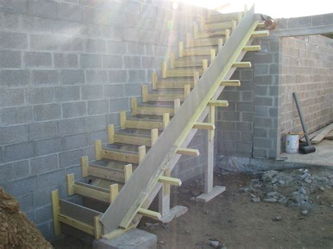 construction escalier beton interieur mur interieur en bois de coffrage mzaol