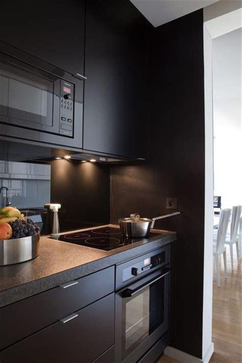 cuisine en noir et blanc 7 cuisines noires qui vont vous faire aimer le noir côté