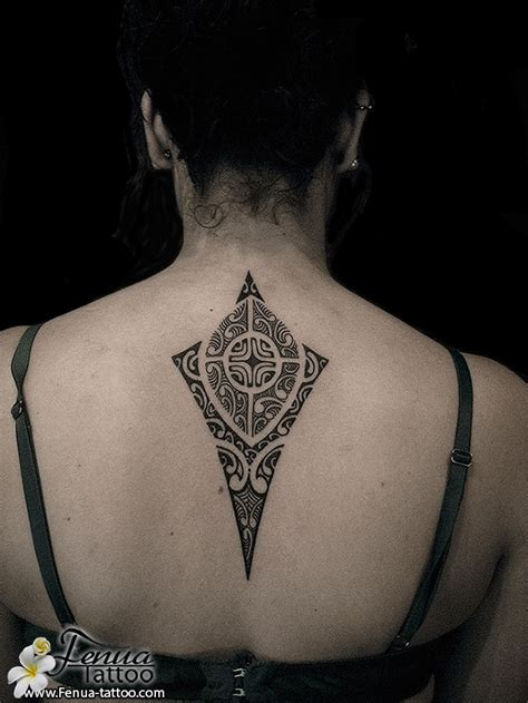 tatouage femme dos ajout photos de tatouages polynesien dos femme tatouage