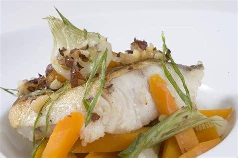 cuisiner lieu jaune recette de lieu jaune aux noisettes carottes et oignons nouveaux rapide