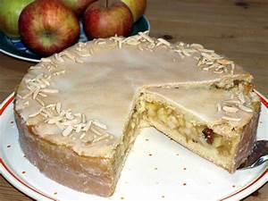 Gedeckter Apfelkuchen Rezept Saftiger gedeckter Apfelkuchen mit Mürbeteig, Zuckerguss, Mandeln