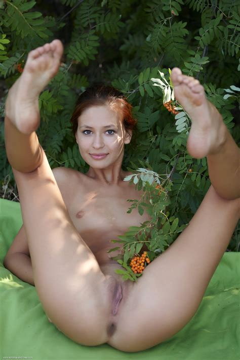 Euro Babes Db Woman Naked In Garden Bushes