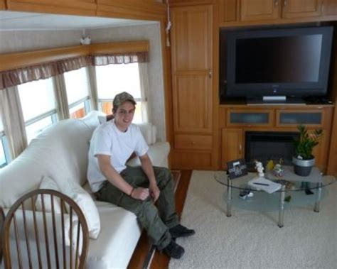 leben im wohnwagen hineingeheiratet doch auch er lebt seit seinem 16 lebensjahr im wohnwagen er hat es sich