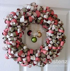 Lisa's Creative Corner Curled Paper Christmas Wreath