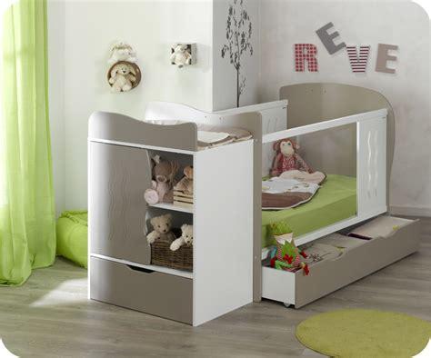 chambre bebe evolutif lit bébé évolutif jooly et blanc