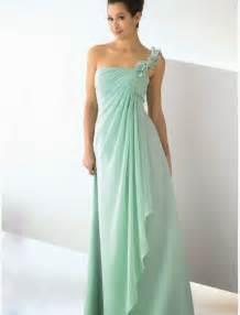 mint bridesmaids dresses raining blossoms bridesmaid dresses choosing mint green bridesmaid dresses