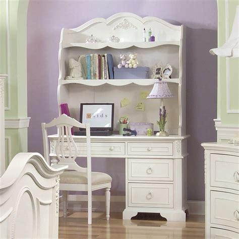 pretty desk   girls room decor