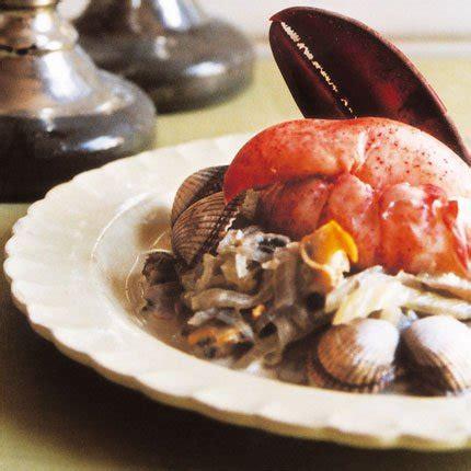 homard vapeur et cardons à la crème de coquillages