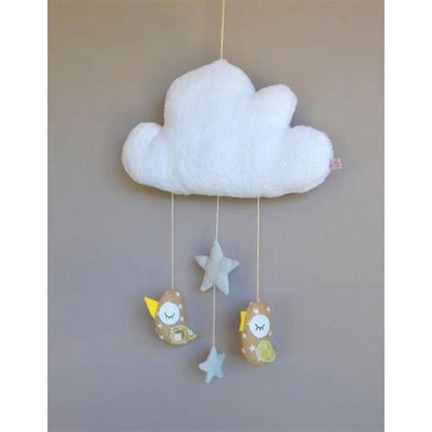 chambre mobile mobile fait avec des oiseaux suspendus à un nuage
