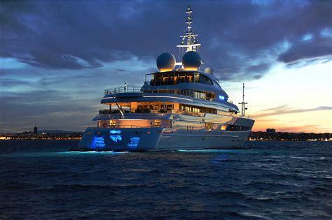 luxury yachts  sale usa