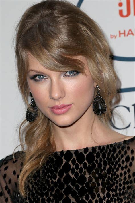 Taylor Swift - Pre-GRAMMY Gala in Los Angeles, January ...