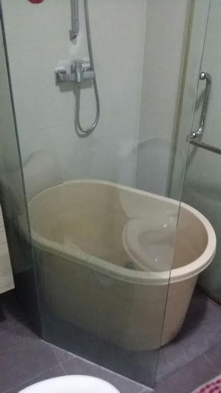 small hot soak portable bathtub fits condo  hdb