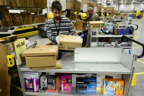 Warehouse That Don T Require A Resume by 11 That Don T Require A College Degree And Still Pay