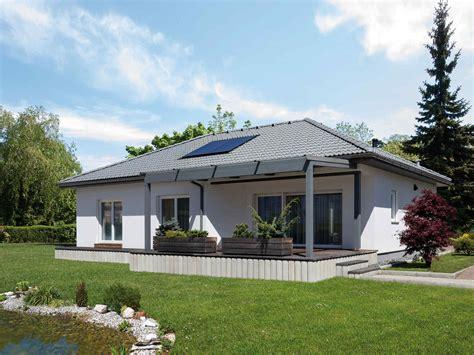 günstig haus bauen bungalow fertigteilhaus bungalow gunstig wohndesign ideen