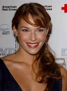 Amanda Righetti Profile