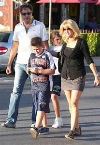 Maxwell Garrett Photos - Brad Garrett And Family At The ...
