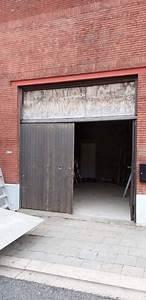 Porte De Garage Gris Anthracite : pose d 39 une porte de garage sectionnelle motoris e en gris anthracite ~ Melissatoandfro.com Idées de Décoration