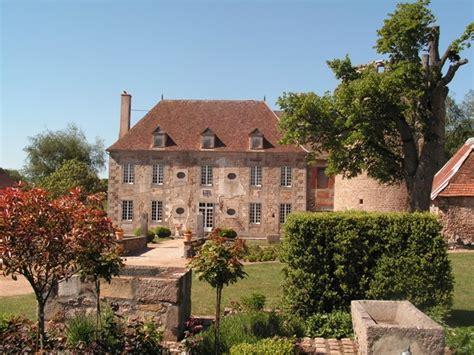chambres d hotes beaune chambre d 39 hôtes chateau de sallebrune à beaune d 39 allier