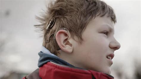 Četri bērni, kuri uzvarējuši nedzirdību - Apeirons