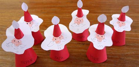 Weihnachtsdeko Papier Basteln by Weihnachtsmann Platzkarten Mit Kindern Basteln