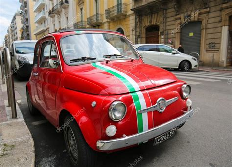 Is Fiat Italian by Fiat 500 W Bari Włochy Zdjęcie Stockowe Editorial