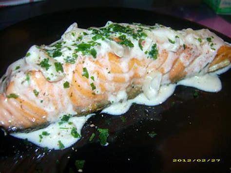 cuisiner pavé de saumon poele recette de pavé de saumon à la crème de vin blanc