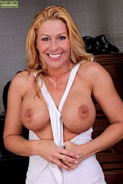 Big Boobed Blonde Milf Kaycee James Undressing To Expose Erect Nipples Pornpics Com