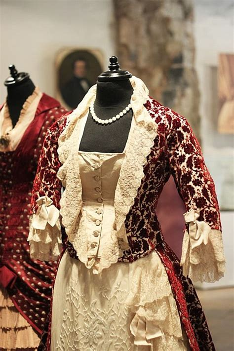 Unikāla Viktorijas laika modes izstāde - Izstādes - nra.lv