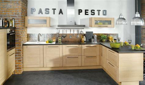 deco cuisine bois clair conforama cuisine bois blanchi ardoise et briques