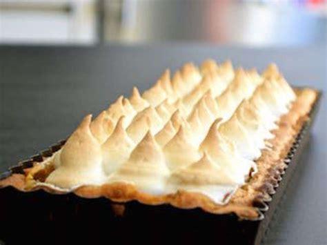 cuisiner de la rhubarbe recettes de tarte à la rhubarbe de je vais vous cuisiner