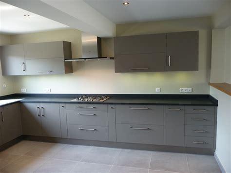 cuisine grise avec plan de travail noir cuisine grise plan de travail noir 2 cuisine gris clair cuisines liebart evtod
