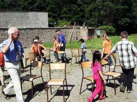jeu des chaises musicales mariage jeux de plein air pour divertir vos enfants cet été