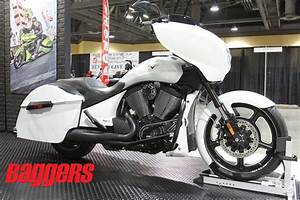 2015 Victory Cross Country Supercharger: Video | Baggers