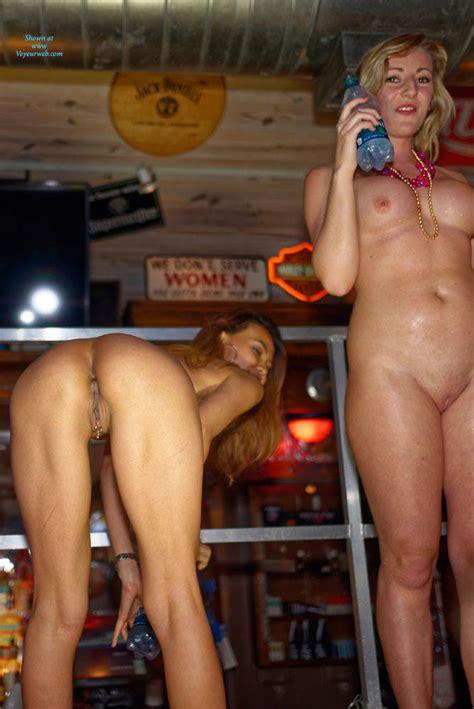 Twerking Naked White Girl