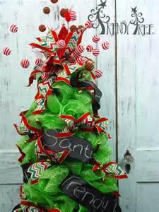 Using Deco Mesh Christmas Tree