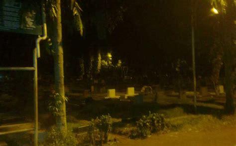 kuburan bercahaya  bajeng mendadak jadi lokasi wisata