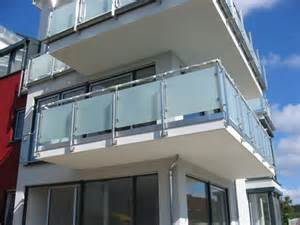 glas fã r balkon balkon sichtschutz glas die 25 besten ideen zu sichtschutz glas auf pin balkon glas