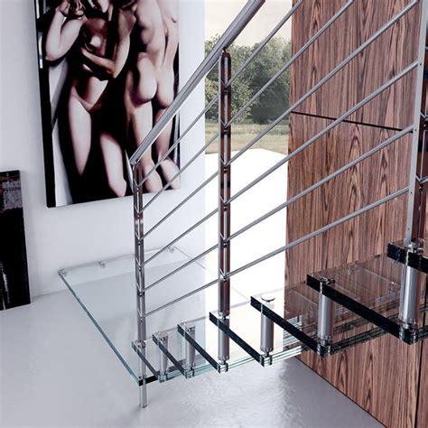 altezza ringhiera scala in vetro rettilinea con gradini a sbalzo bologna