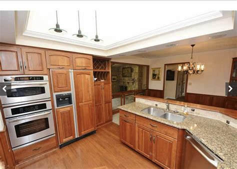 kitchen wall color ideas with cherry cabinets what paint colors work well with cherry cabinets or