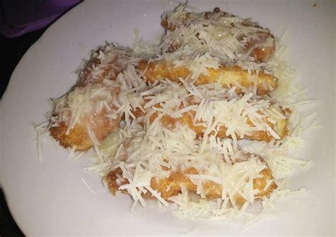 Belah pisang menjadi dua bagian yang sama panjang. Resep Pisang Keju Crispy oleh Atina Rizky Mawarnie - Cookpad
