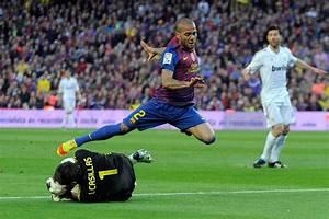 Daniel Alves in FC Barcelona v Real Madrid CF - Liga BBVA ...