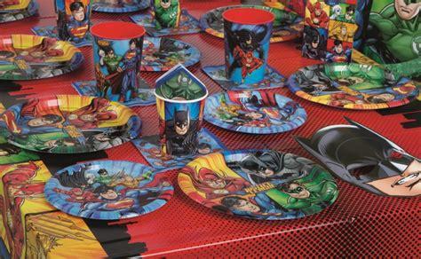 superhelden deko 48 teile justice league superhelden deko basis set f 252 r 16 kinder