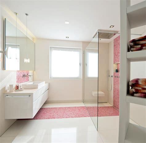 Badezimmer Deko Pink by Bad In Pink Mit Mosaik