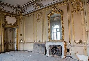 Cupids under a layer of dust: a mysterious mansion in ...