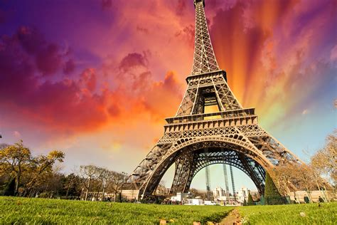 Eiffel Tower Background Eiffel Tower Wallpapers Images Photos Pictures Backgrounds