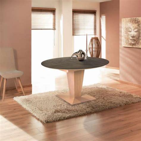 table ronde moderne extensible en c 233 ramique et bois philae 4 pieds