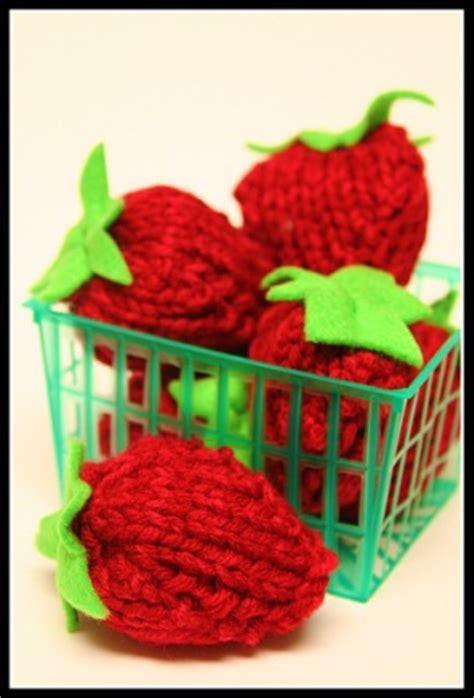 Punnet of Strawberries Knitting Pattern   FaveCrafts.com