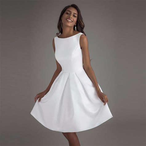 robe de mariée patineuse robe de mari 233 e courte pas ch 232 re patineuse avec d 233 collet 233