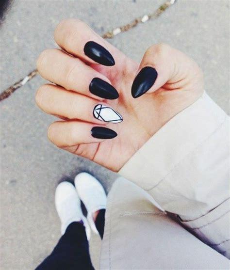 deco ongle en gel noir et blanc les tendances chez la d 233 co ongles 62 variantes en photos