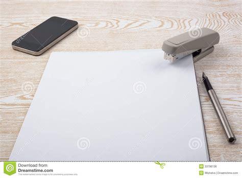 papeterie de bureau feuilles d 39 accessoires de papier et de bureau sur la